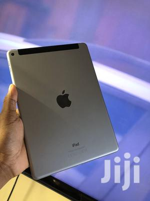 Apple iPad Air 16 GB Gray