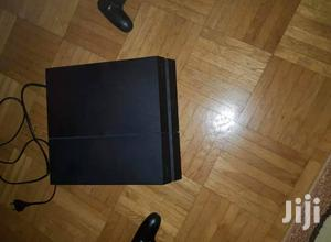 Playstation 4 ...Gb 500 With Two Pads